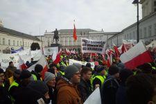STRAJK ROLNICZY: Rolnicy są już pod Pałacem Prezydenckim
