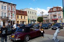 Wystawa samochodów marki Jaguar w Żninie